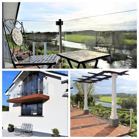 Luxurious Lake Guesthouse, Breathtaking Views! 5★ - Muine Bheag - Dům pro hosty