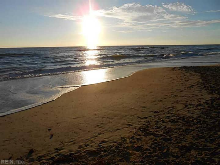 Va. Beach North End Retreat...Walk to the Beach