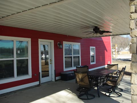 River View Guest House, The Main Street Retreat