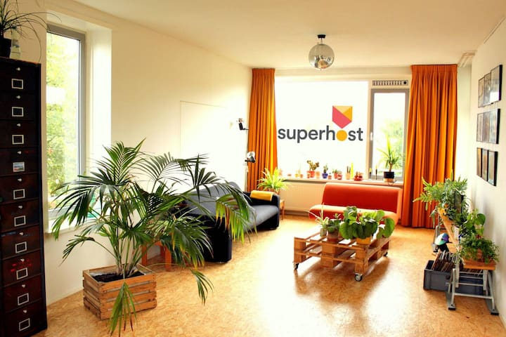 Trendy, Bright & Spacious APT | 4P | Superhost