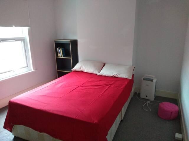 Double Bedroom in Tooting