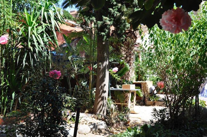 Studio in the heart of a beautiful garden - Perpignan - Apartmen