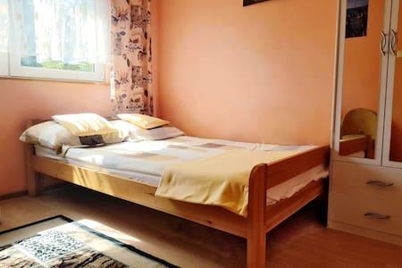 Pokój dwuosobowy w domu gościnnym w Pobierowie
