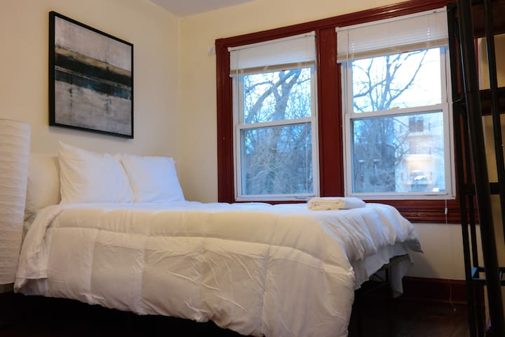 Private room in University City! - Philadelphia