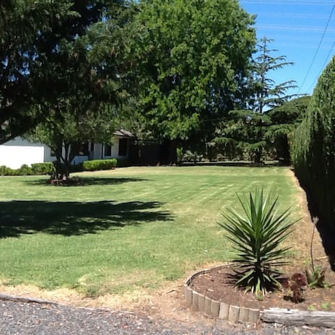 Fully self contained unit, your own amenities. - Narre Warren North - Apartamento