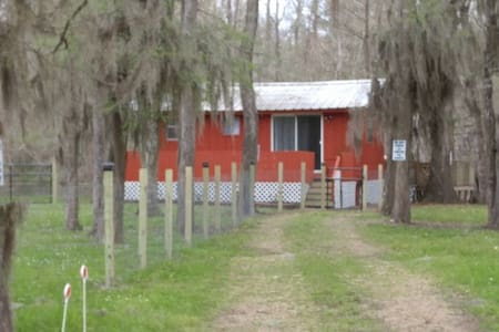 Quiet, rural cabin on private lake in East Texas - Cleveland - Cabanya