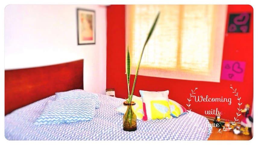 Casa con calor de hogar habitación1