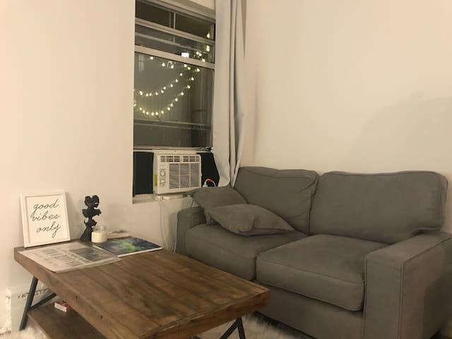 Convenient & Comfy Union Square Studio w/ Balcony