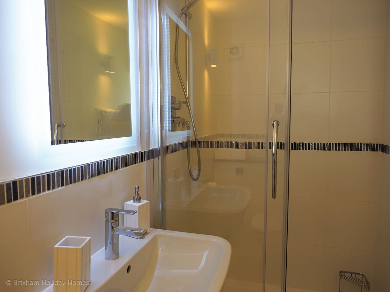 2nd En-suite shower room