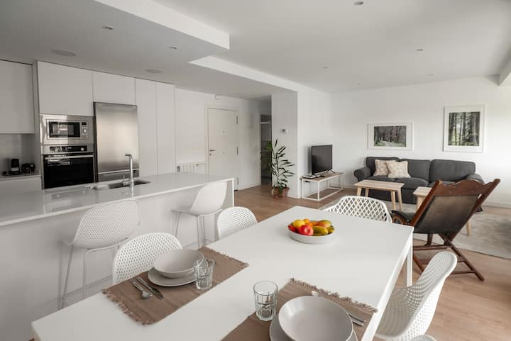 Brand new apartment, near the beach, parking, AC