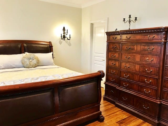 Luxurious and Comfortable - Queen size bed
