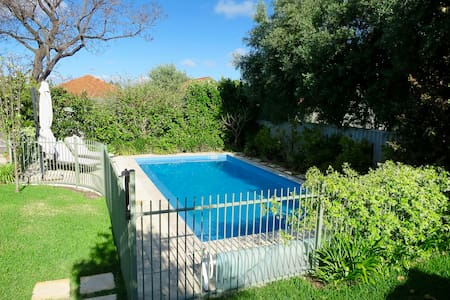 Family home with huge garden & solar heated pool - Wembley - Maison