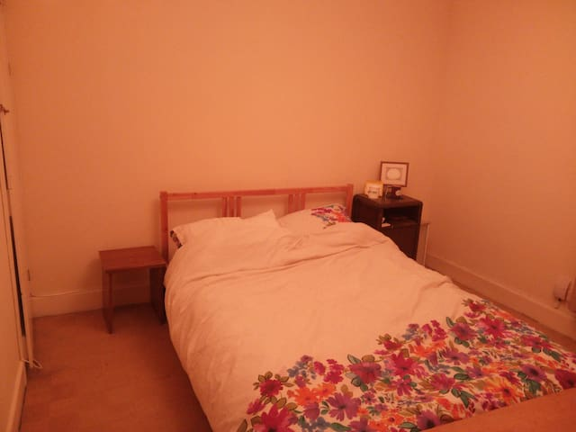 Double room convenient for University and town - Colchester - Casa