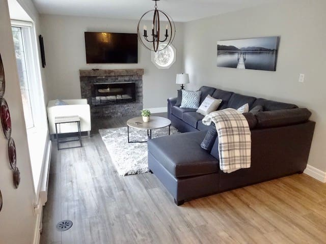 Modern & Cozy Wasaga Retreat mins to Beach