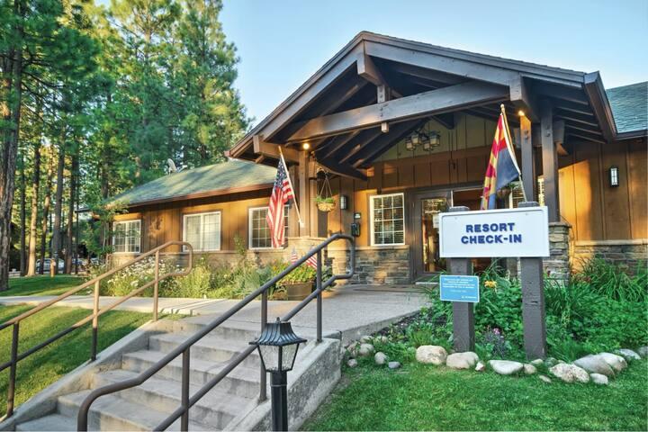 Studio Queen Murphy Bed Mountain Suite // Club Wyndham Pinetop Resort