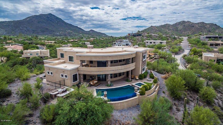 ❤️ Epic $2 Million Mansion w/ Golf Sim 6800ft² ❤️