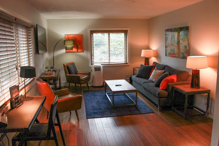 ★ Gorgeous One Bdrm! Next to Convention Center ★