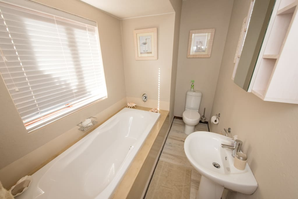 Bathroom of the deluxe double room, Lodge 312