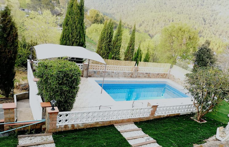 4 bedroom villa with private pool 10km from Sitges