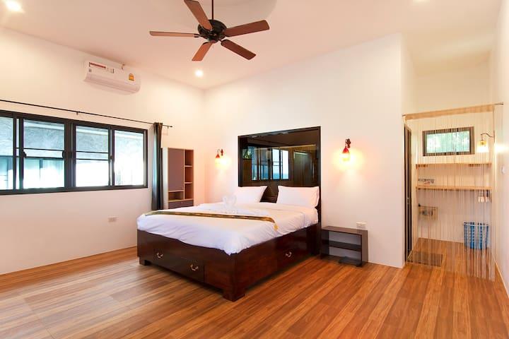 bedroom 2 king size bed room #2