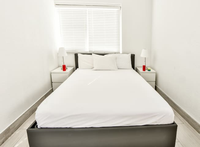 Designer Two Bedroom Apartment  w/Full Kitchen - O