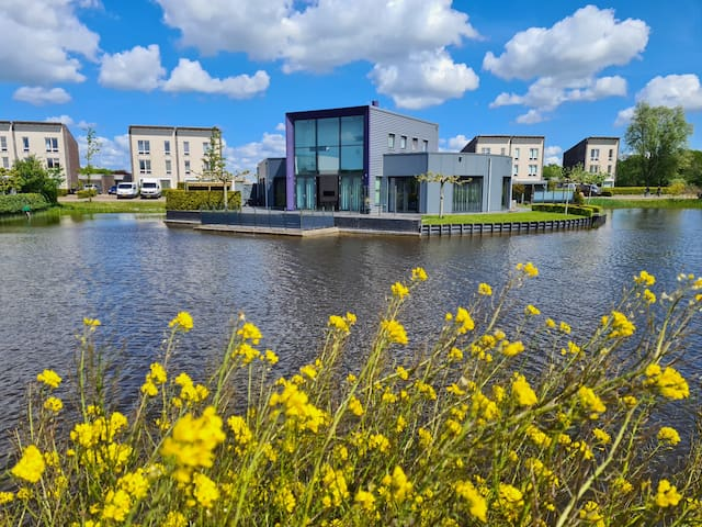 Top class apartment, Frisian lakes, 100% privacy