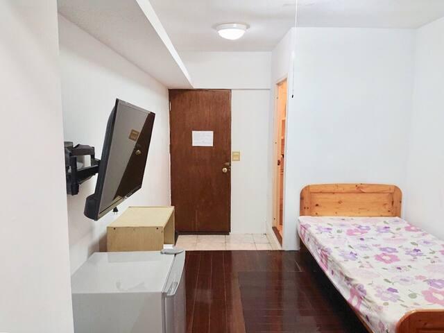 yilanlongstay 宜蘭大學 公寓套房 單人房 可再加ㄧ人/床 短租 環島 背包客 實習出差