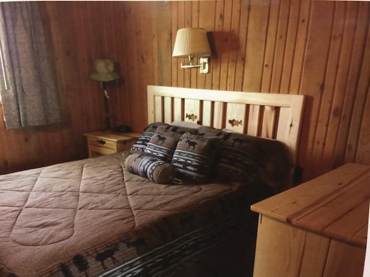 Private Family Cabin, 2bd/1ba, Park 520 Hotel (%)