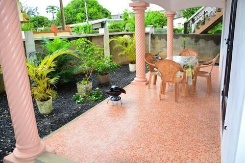 Hyggelig studioleilighet Med hage