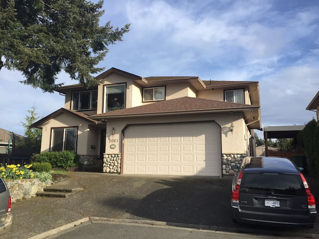 Excellent neighborhood. Newish house with new paint, new carpet in suite.
