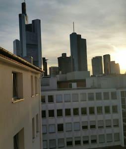 Nettes Zimmer in der Stadtmitte - Francoforte - Appartamento
