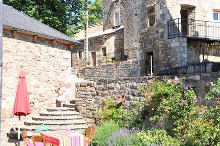 Stone cottage in medieval hilltop village - Recoules-Prévinquières - Talo