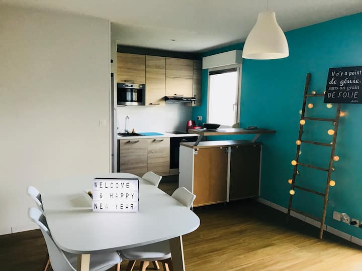 Flat close to train station and airport