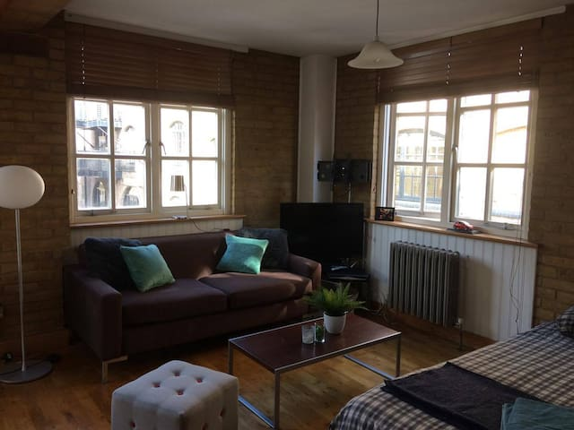 Stylish & quiet flat - 10m walk from London Bridge