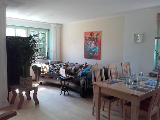 Private room & beautiful garden in Landsberg - Landsberg am Lech - Apartamento