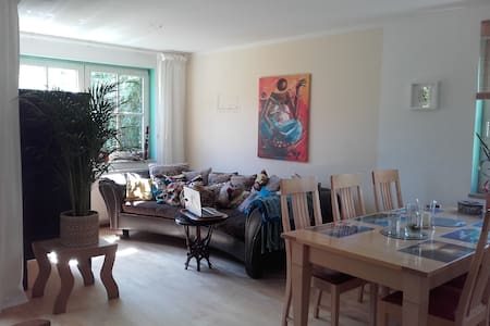 Private room & beautiful garden in Landsberg - Landsberg am Lech - 公寓