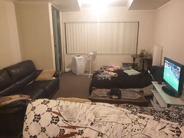 1 Bed with pool 3km from Sydney CBD