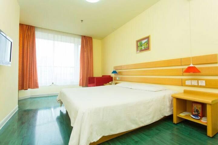 面对风情街的温馨如家(临流亭机场) - Qingdao - Bed & Breakfast