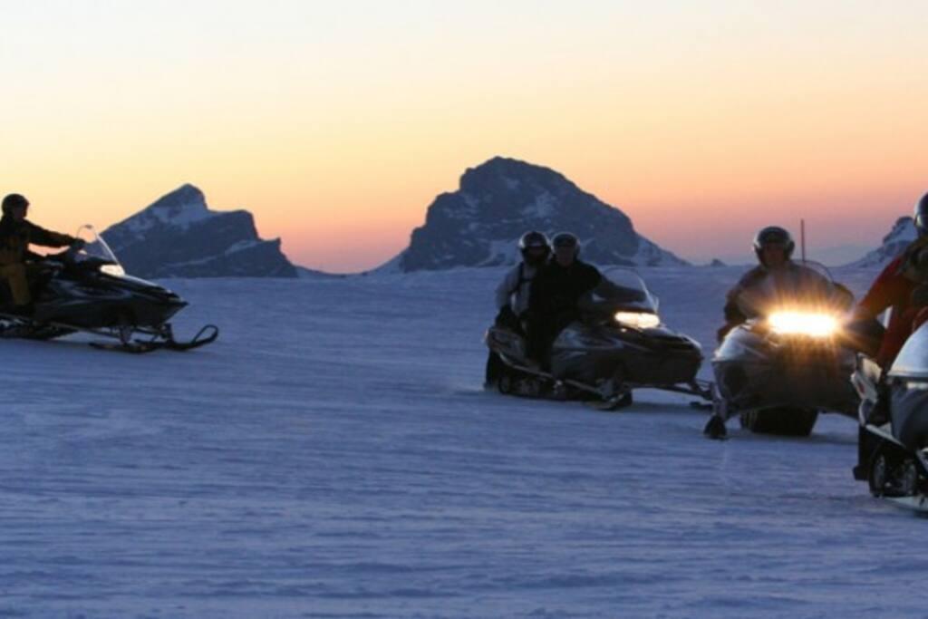 Moto-neige pour les aventuriers de la nuit