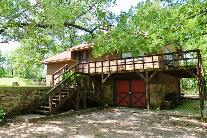Arbuckle Mountain Hideaway
