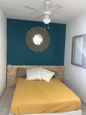 Chambre avec lit double 140x190