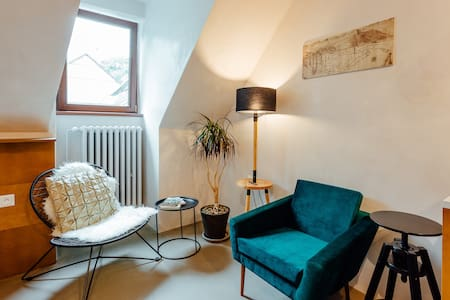 Cozy Blue House Apartment in heart of Old Town