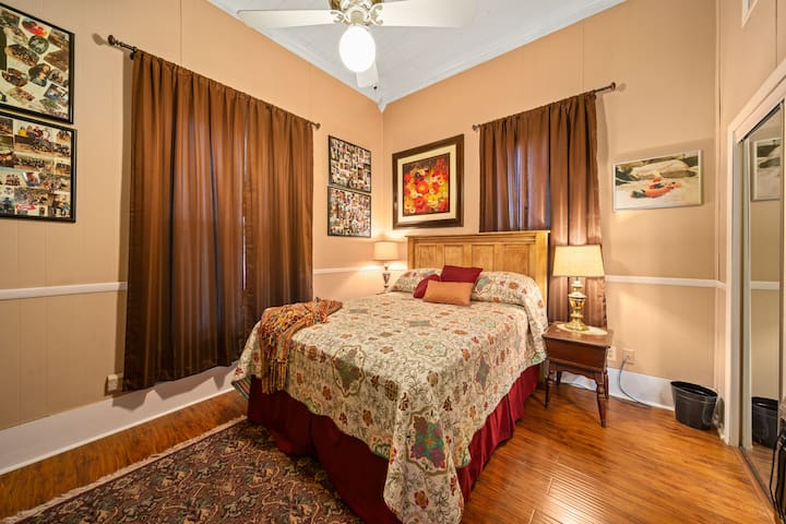 Bedroom #1 queen bed w/ 1/2 Bath