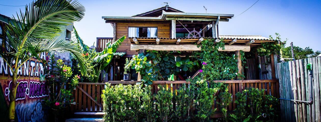 Hostel em meio a natureza, a 500 metros da praia.
