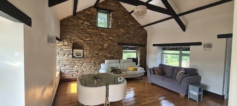 Secluded, self-catering, modern style cottage