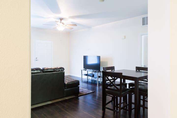 LUXURY 2BD/2BA DOWNTOWN LONG BEACH! - Long Beach - Apartamento