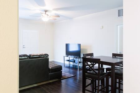 LUXURY 2BD/2BA DOWNTOWN LONG BEACH! - Long Beach