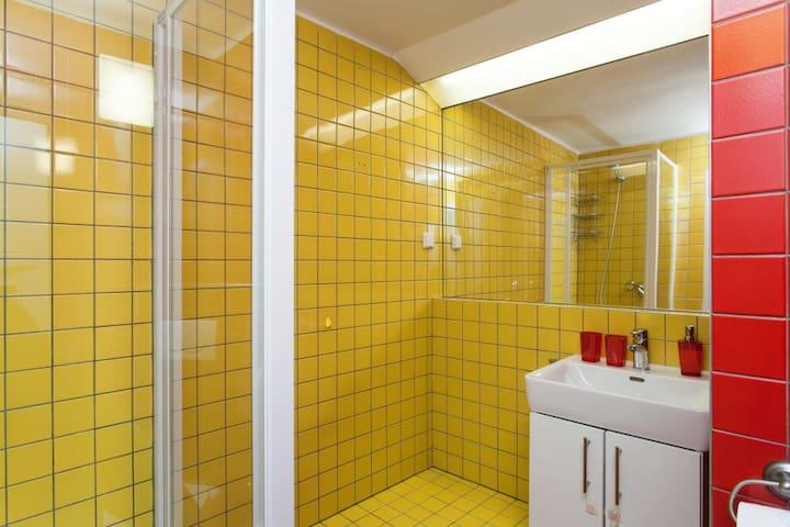 Shower corner