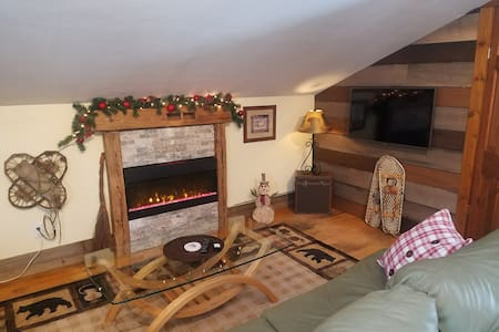 Small Breckenridge Studio. 5 min from Main st/lift