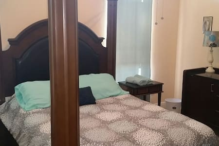 Queen Room 1- 5 Miles to French QTR - Chalmette